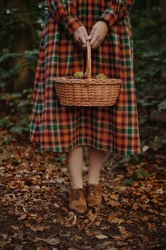 Claire Lookbook - Revintaria Plaid Outfits, Fall Outfits, Pin Box, Fall Photography, Mabon, Warm Autumn, Dark Forest, Autumn Inspiration, Cinnamon Sticks