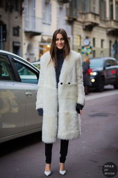 Yes or No: Is Vintage Fur Acceptable to Wear? Street Style 2016, Street Chic, Fur Fashion, Fall Fashion Trends, Milan Fashion, Style Fashion, White Fur Coat, Fashion Gone Rouge, Street Looks