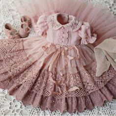 Handmade (@ariadna_frogg) • Instagram photos and videos Baby Dress Patterns, Doll Clothes Patterns, Doll Patterns, Sewing Patterns, Baby Dress Tutorials, Shirt Patterns, Kids Frocks Design, Baby Frocks Designs, Baby Dress Design