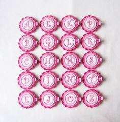 Inicial de color rosa y blanco fieltro por MasterpiecesOfFunArt