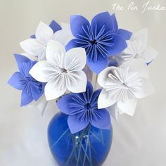 Use this easy paper folding technique to make beautiful paper flowers.