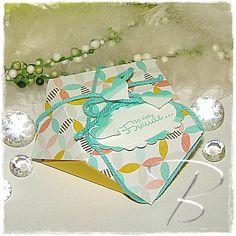 Geschenkbox http://billes-bastelblog.blogspot.de/2015/03/geschenkbox.html Viele Bastelgrüße Bille