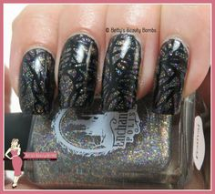 http://www.bettysbeautybombs.com/2015/07/23/keeping-glitter-under-control-with-enchanted-polish-festival/ / Stamping over glitter nail art