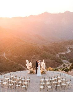 15 Jaw-Dropping Wedding Venues in Malibu Malibu Rocky Oaks Estate Vineyards Wedding, Stunning wedding location. Cheap Wedding Venues, Wedding Reception Planning, Outdoor Wedding Venues, Wedding Events, Wedding Venues Beach, Destination Wedding Locations, Wedding Catering, The Knot, California Wedding Venues