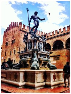 Bologna Bologna Italy, Oui Oui, Italy Travel, Amazing Places, Beautiful Landscapes, Bella, Statue Of Liberty, Places To Travel, Places Ive Been