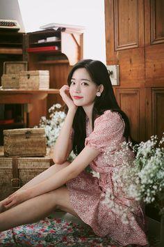 milkcocoa daily 2018 feminine & classy look Asian Model Girl, Girl Model, Pretty Asian, Beautiful Asian Girls, Blackpink Fashion, Asian Fashion, Cute Korean Girl, Woman Illustration, Couple Outfits
