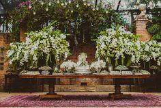 Mesa de doces casamento no campo - Branco e verde ( Decoração: Lais Aguiar | Foto: © Marina Lomar Fotografia )