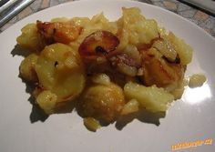 Brambory v papiňáku:  asi kilo brambor,  100 g másla, větší cibule Brambory klasicky oškrábeme a nakrájíme na plátky. V papiňáku rozpustíme máslo a na něm osmahneme cibulku nakrájenou na kolečka /do růžova/. Pak přidáme brambory, promícháme s máslem a cibulí a posolíme. Papiňák uzavřeme, počkáme až začne pískat a za 3-5 minut vypneme plamen a necháme dojít. Brambory je lepší nechat tak těch 5 minut, krásně se připečou :-))