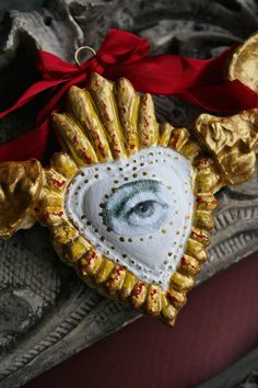 Eye Jewelry, Jewelry Art, Book Crafts, Clay Crafts, Heart With Wings, Scrap Metal Art, Heart Ornament, Paperclay, Mexican Folk Art