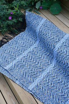 Weaving Projects, Weaving Art, Loom Weaving, Hand Weaving, Recycled Fabric, Woven Rug, Scandinavian Style, Pattern Design, Monet