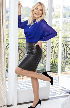 – Casual WearWhen it comes to simplicity and comfort, we look for fabrics that let our skin breathe. Skirt Outfits, Sexy Outfits, Sexy Dresses, Nice Dresses, Leder Outfits, Outfits Damen, Sexy Women, Sexy Older Women, Black Leather Skirts
