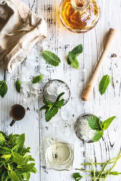 Mint Juleps cocktail. Recipe includes sweet bourbon, simple syrup, mint leaves, ice. Complete recipe at Honestly YUM.