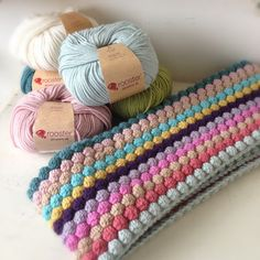 A World of Imagination: Crochet Bobble Blanket........out of hibernation.