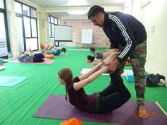 Good Yoga Teacher A good yoga teacher need not necessarily need six-pack-abs with rippling muscles. A good yoga teacher is one who is firmly established in yoga practice, one who is genuinely interested in teaching and sharing knowledge with students wh Yoga Teacher Training India, Yoga Teacher Training Course, Ryt 200, Yoga Courses, Yoga School, Rishikesh, Ashtanga Yoga, Best Yoga, Best Teacher