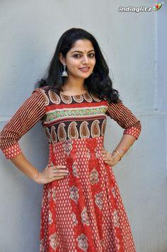 Beauty Full Girl, Beauty Women, Beauty Girls, Beautiful Girl Indian, Beautiful Women, Malayalam Actress, Super Long Hair, Tamil Actress Photos, Indian Beauty