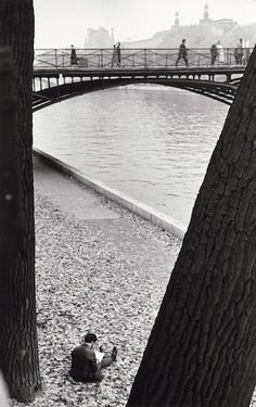 André Kertész: On Reading. Strong lines and shapes that divide the rectangle.