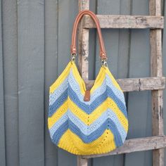 The Summer Breeze Bag is a wonderful, simple and perfect summer bag. The design is classic with a fabulous twist.The bag is crocheted in 3 wonderful colors of Rainbow Cotton Knit Or Crochet, Crochet Hooks, Free Crochet, Crochet Purses, Summer Bags, Summer Breeze, Crochet Projects, Purses And Bags, Free Pattern