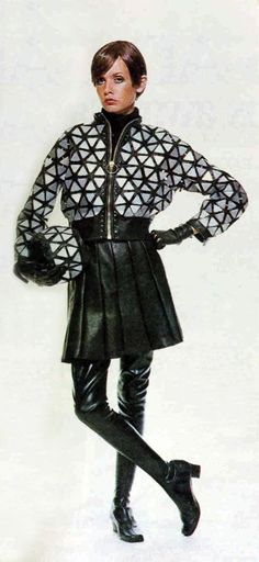 1966 Paco Rabanne - This looks like Twiggy. Sixties Fashion, Mod Fashion, French Fashion, Fashion Models, Vintage Fashion, Fashion Trends, Vintage Men, Retro Vintage, Jeans Fashion