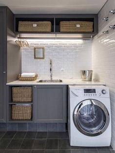 Stunning Great Ideas to Arrange Small Space for Mudroom Laundry https://homedecormagz.com/great-ideas-to-arrange-small-space-for-mudroom-laundry/