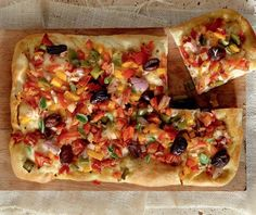 "Oven-baked flat bread ""Greek Pizza"" from Kimolos Vegan Pizza Recipe, Vegan Recipes, Cooking Recipes, Pita Bread Pizza, Best Greek Food, Greek Pizza, Vegetarian Italian, Vegan Vegetarian, Greek Cooking"