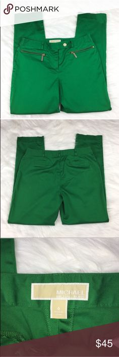 MICHAEL Michael Kors Green Skinny Pants Michael Michael Kors kelly green skinny pants. Size 6 with 9' rise and 31' inseam. GUC with small spot behind one knee. Most likely will come out with cleaning, it was from storing. Perfect for work or as a career piece. ❌No trades ❌ Modeling ❌No PayPal or off Posh transactions ❤️ I 💕Bundles ❤️Reasonable Offers PLEASE ❤️ MICHAEL Michael Kors Pants Skinny