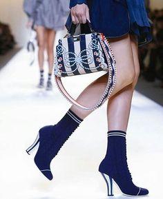 Fendi ❤ #fendi #fendiss17 #mfw #mfw2016 #milao #milano #fashionweek #semanademoda #desfile #desfilelindo #glam #cool #luxo #luxury #fashion #moda #meuestilo #minhamoda #bags #lovebags #bolsalinda #amobolsas #style #styleforme #boots #botas