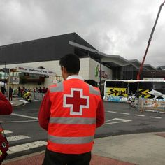 Voluntarias/os de #CruzRoja #MargenIzquierda cubriendo Carrera #Ciclista por Escuelas en el Centro Comercial Ballonti. #PreventivosCruzRoja