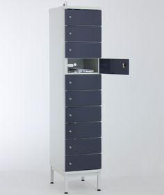 PUNTA latauskaapin vakiovarusteisiin kuuluu sylinterilukko sekä säätöjalat jalustallisissa latauskaapeissa. Myös useamman kaapin yhdistäminen samalle jalustalle on mahdollista. Jalustattomat lokerokaapit voidaan asentaa SO-sokkelin tai PP-jalustapenkin päälle - myös seinäkiinnitys on mahdollinen lisävarusteena saatavan SKSA-seinäkiinnityssarjan avulla. Latauskaapista on tarjolla myös pyöräversio, jolloin kaappi on helposti siirrettävissä tarpeen mukaan! www.punta.fi