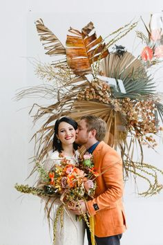 Filled with texture and summery hues, today's editorial come all the way from South Africa featuring lush orange tulips, dried palm fronds and a delightful take on a tropical flora and fauna at Whispering Thorns in Nelspruit. Tulip Wedding, Orange Wedding, Summer Wedding, Wedding Venue Inspiration, Wedding Ideas, Decor Wedding, South African Weddings, Space Wedding, Bridal Photography