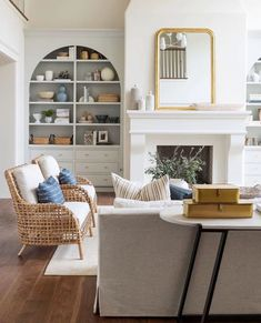 Love these arched built ins to soften space My Living Room, Home And Living, Living Room Decor, Living Spaces, Studio Living, Tadelakt, Wicker Chairs, Living Room Inspiration, Living Room Ideas