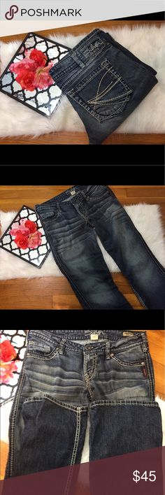"""Women's twisted bootcut silver jeans size 30 This pair of silver twisted bootcut jeans are a size 30 . The measurments are waist 33"""" rise of 8"""" inseam 31"""" . They are in good condition ! Silver Jeans Jeans Boot Cut"""