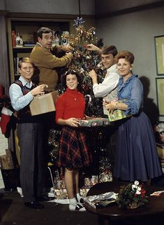 happy days Christmas Episode | Happy Days Christmas tv special -- the Fonz has no family but doesn't ...