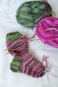 Lempipäiväni -tänään.: Puikkoihastusta ensihipelöinnillä! Knitting Socks, Projects To Try, Fashion, Breien, Hand Crafts, Knit Socks, Moda, Fashion Styles, Fashion Illustrations