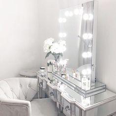 18 Trendy ideas makeup room luxury vanity area - make up room studio Ikea Dressing Table, Dressing Table Design, Dressing Table Mirror, House Of Mirrors, Makeup Vanity Mirror With Lights, Lighted Vanity Mirror, Vanity Mirrors, Hollywood Mirror, Home Design