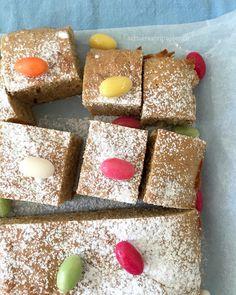 Blechkuchen mit weisser Schokolade, backen, Ostern, schaeresteipapier