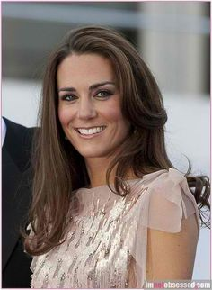 Kate Middleton - To bad Diana is not here to know Kate. I think they would have become great friends. Lady Diana, Estilo Kate Middleton, Kate Middleton Style, Pretty People, Beautiful People, Princesse Kate Middleton, Prinz William, Royal Beauty, Prince William And Kate