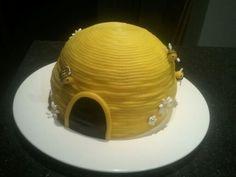 Bijenkorf taart voor de opwning van de bijenboerderij