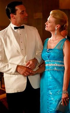 Betty Draper in a turquoise dress, oh Mad Men! Don Draper, Betty Draper, Jon Hamm, Mad Men Fashion, Vintage Fashion, Film Fashion, Men's Vintage, 1960s Fashion, Fashion Ideas