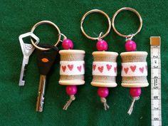 Avaimenperä, lankarulla, sydämillä / Keychain, wooden spool, with hearts Wooden Spools, Wooden Beads, Stitch Markers, Reindeer, Craft Supplies, My Etsy Shop, Heart, Crochet, Unique Jewelry