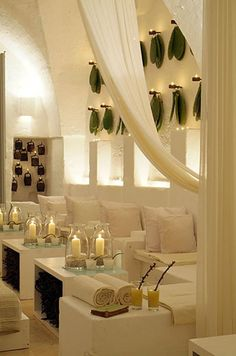 Modern and contemporary spa room Spa Design, House Design, Cafe Restaurant, Restaurant Design, Restaurant Interiors, Spa Interior, Interior Design, Interior Ideas, Pedicure Station
