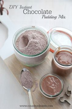 DIY Instant Chocolate Pudding Mix - https://www.countrycleaver.com With only 5 ingredients that you already have in your cupboard!!