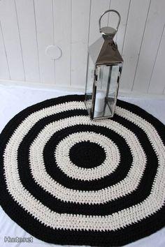 virkattu matto Crochet Carpet, Fabric Rug, Modern Crochet, T Shirt Yarn, Floor Mats, Rug Making, Soft Furnishings, Creations, Crochet Patterns