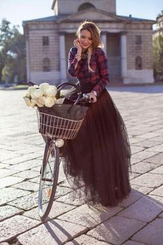 Cool winter maxi skirt outfits ideas for stylish girls 47 Black Tulle Skirt Outfit, Maxi Skirt Outfits, Dressy Outfits, Maxi Dresses, Long Black Tulle Skirt, Long Tutu, Black Maxi, Maxi Skirt Winter, Silvester Outfit