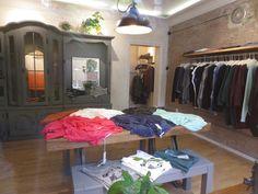 Wunderwerk. Mehr über den Laden mit nachhaltiger Mode auf http://www.coolibri.de/redaktion/konsum/wunderwerk-duesseldorf.html