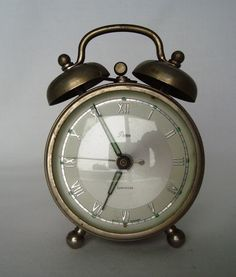 my lil vintage clock | Help with this little Artco alarm clock