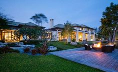 Fusion of Asian contemporary architecture in North Palm Beach