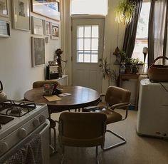 Hmm bisschen düster in der Küche.. Aber die Möbel sind geil