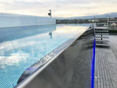 Stainless steel pool with overflow trough and lowered overflow trough (infinity pool) Summer Pool, In Ground Pools, Rooftop, Sunny Days, Imagination, Bathing, Swimming Pools, Infinity, Relax