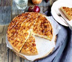 Ihr Lieben ❤️ Seid Ihr auch schon im Herbst – Modus ? Heute gibt es einen klassischen Zwiebelkuchen. Denn wenn etwas zum Herbst gehört, dann dieser deftige Kuchen. Dazu ein Glas Federweißer, …