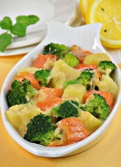 Salmon with broccoli and cheese Fish Recipes, Seafood Recipes, Fish And Meat, Vegan Meal Prep, Vegan Kitchen, Broccoli And Cheese, Proper Nutrition, Fish Dishes, Salmon And Shrimp